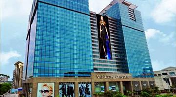 Dán decal trang trí noel cho tòa nhà Vincom Đồng Khởi dịp Giáng Sinh