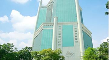 Thi công dán decal trang trí tết cho tòa nhà Saigon Trade Center
