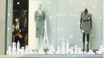 Mẫu decal trang trí noel thành phố tuyết đêm Noel và những bông tuyết